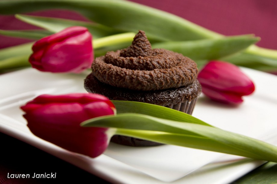 Porter cupcake next to pink tulips