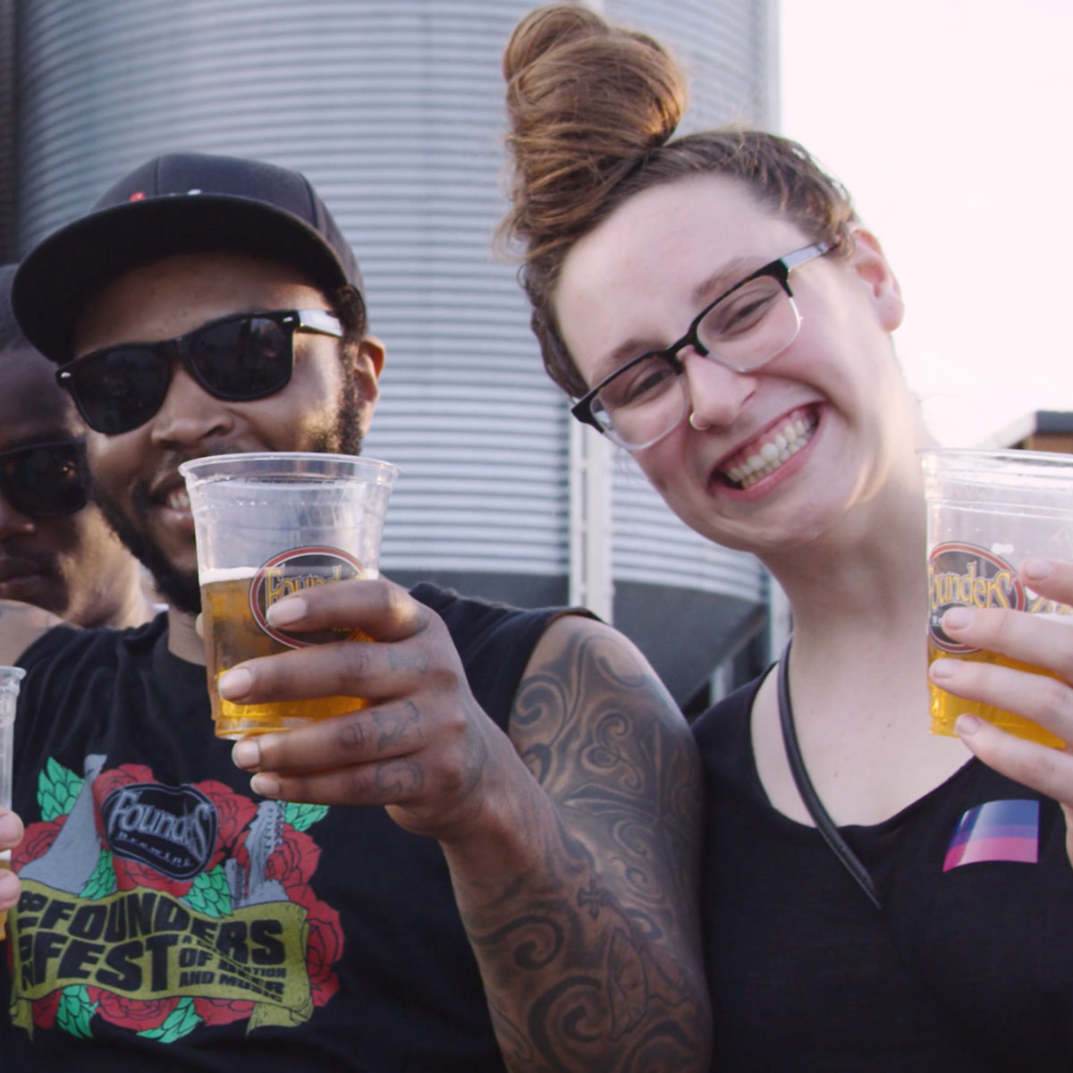 Man and woman drinking beer together